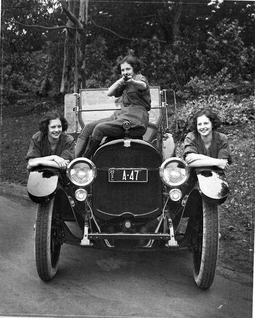 1920s young women